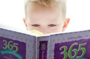 Un niño se adentra en una historia